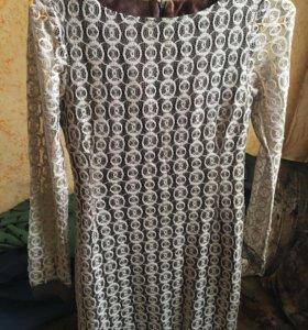 Платье из гипюра с атласной подкладкой.