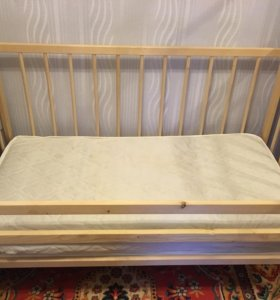 Кровать детская с матрацом на пружинах