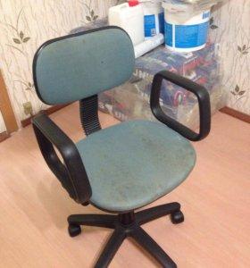 Кресло на роликах