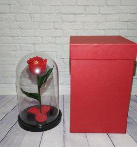 Роза в кобле с коробкой
