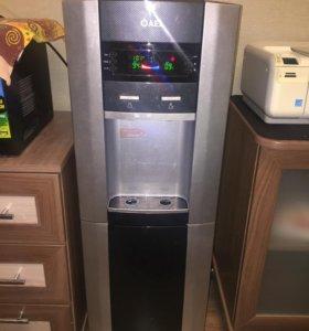 Кулер для воды с дисплеем и шкафчиком