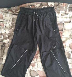Продаю новые спортивные штаны Nike.