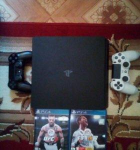 Playstation 4 Slim.