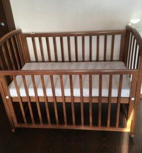 Кроватка из массива с матрасиком