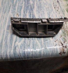 Крепления переднего бампера левая на Хонда Фит Гд1