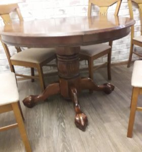 Круглый стол и стулья