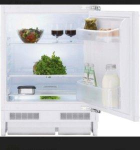 Белый встраиваемый холодильник. Beko BU 110 HCA.