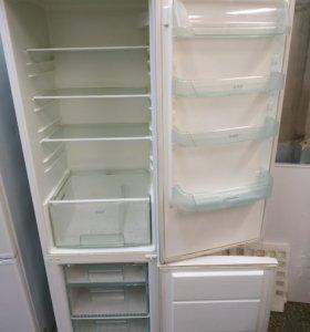 Холодильник Electrolux в хорошем рабочем состоянии