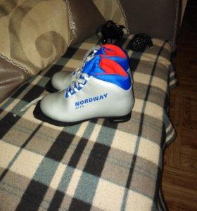 Лыжные ботинки 34 размер новые