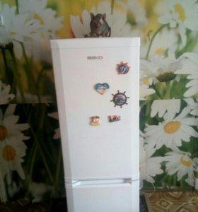 Срочно.Блестящий холодильник БЕКО