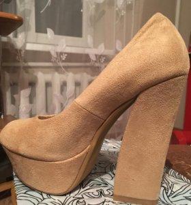Замшевая обувь продаю срочно