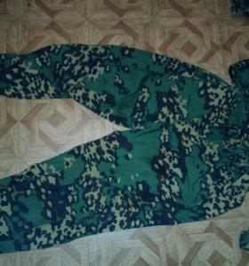 Комплект из штанов и блузы в камуфляжной расцветке
