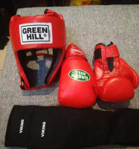 Защита: перчатки, шлем, защита на голени