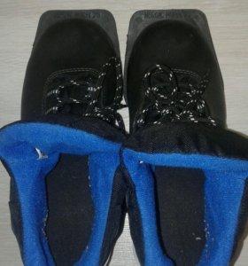 Лыжные ботинки р.35
