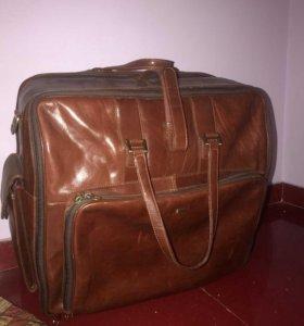 Кожаный чемодан сумка на колесах Пиквадро Италия