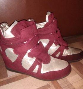 Ботинки ,зимние на платформе