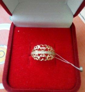 Золотое кольцо сердечки