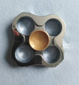 Четырёхгранный спинер из металла.