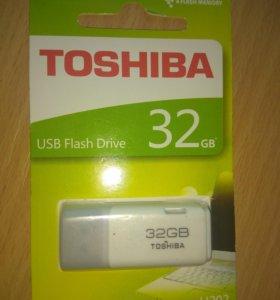 Флешка Toshiba32 gb