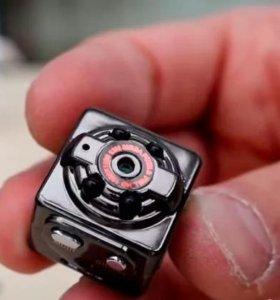 Маленькая камера SQ8 HD c записью цветного видео