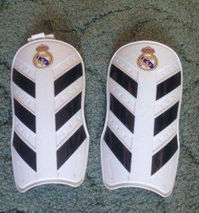 Футбольные щитки Adidas Real Madrid(новые)р.M и L