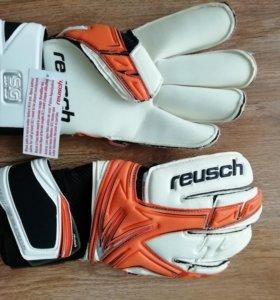 Новые футбольные перчатки Reusch