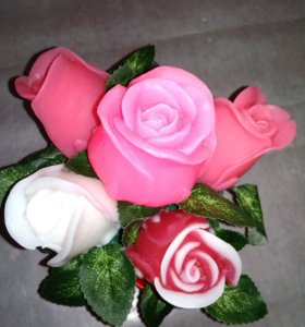 Бутоы роз в композиции из мыла ручной работы