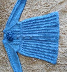 Детское пальто для девочки, связанное спицами.