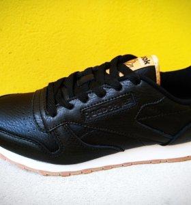 Новые кроссовки из натуральной кожи