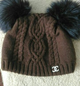 Теплая шапка с бубонами