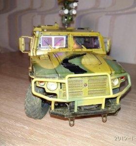 Бронеавтомобиль Тигр с ПТРК Корнет.