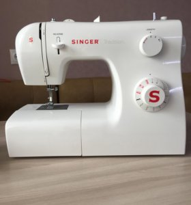 Швейная машинка SINGER Tradition,рабочая