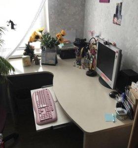 Стол письменный компьютерный белый
