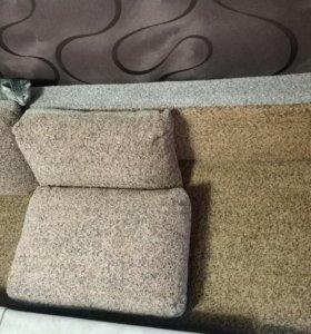 Удобный большой диван