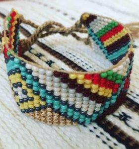 Браслет фенечка из бисера с традиционными мотивами