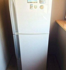 """Холодильник """"SHARP"""""""