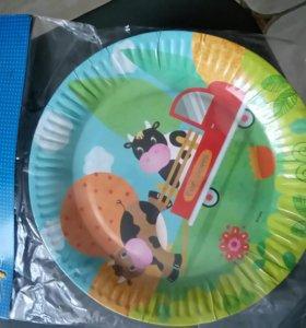 Тарелки ферма и набор для праздника