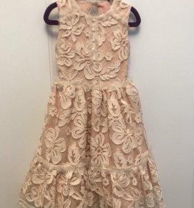Нарядное платье для девочки. Рост 122 см.