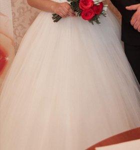 Платье свадебное шлейф 40-44 размер