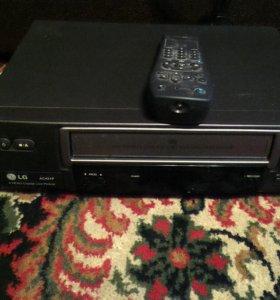 Видеомагнитофон LG AC421P