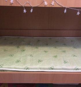 Кровать двухъярусная .