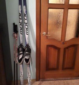 Лыжи с палками иботинками