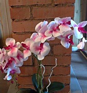Интерьерная композиция с искусственной орхидеей