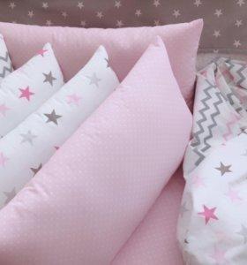 Набор бортиков в кроватку для девочки.