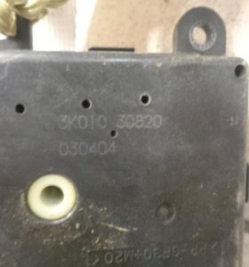 Моторчик заслонки отопителя  Инфинити FX/QX70 S50 2003-2007 .  3K01030820