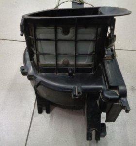 Корпус отопителя под мотор  Ниссан Санни Н14 1990-1995.  2723562J00