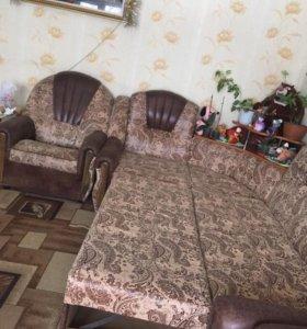 Угловой диван в отличном состоянии 3 кресла