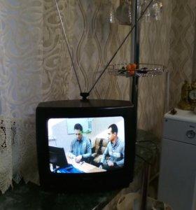 Цветной телевизор PHilipPS с пультом