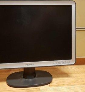 Монитор в комплекте с клавиатурой и мышкой