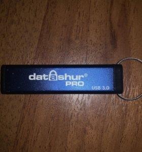 USB флэшка с пин-кодом (iStorage)